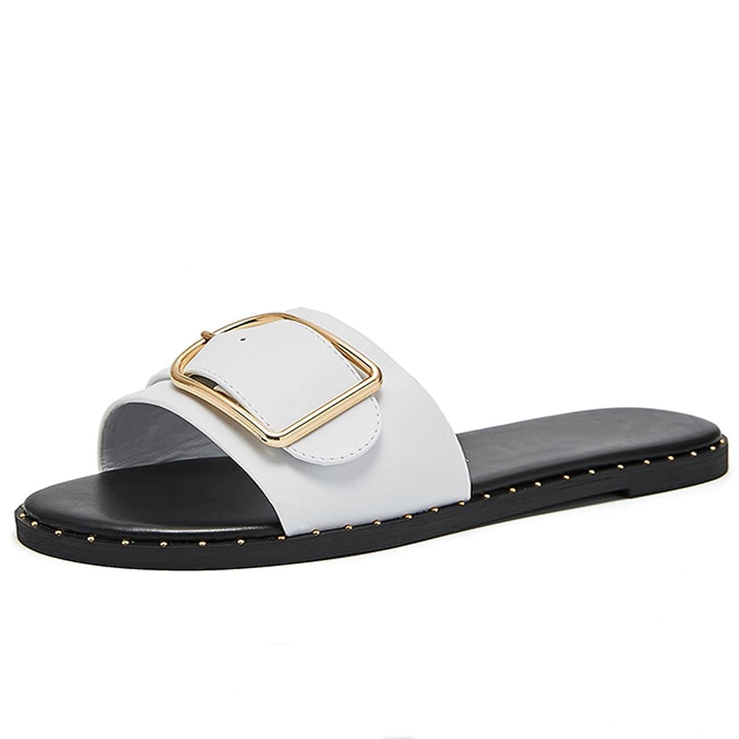 カメラ巧みな排除LIUXUEPIN 新しいリベットベルトボタンダウンカジュアルフラットフリップフロップメタルベルトバックルリベットシューズは、夏のビーチファッションに沿ってクールスリッパを着用。