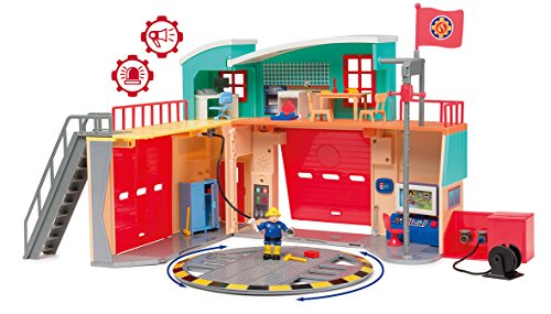 Smoby 109251039002WEB - Caserma dei pompieri Pontypandy + 1 Personaggio, Suoni e Luci, Batterie incluse