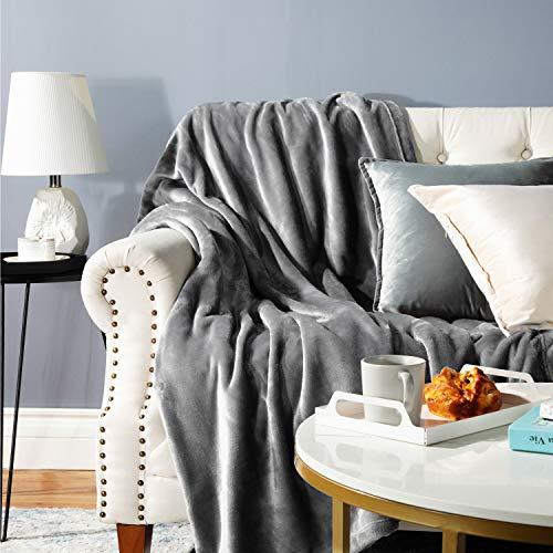 Bedsure Plaid Couverture Polaire Gris 130x150cm - Couverture de Lit Douce et Chaude Plaid Jeté de Canapé Flanelle