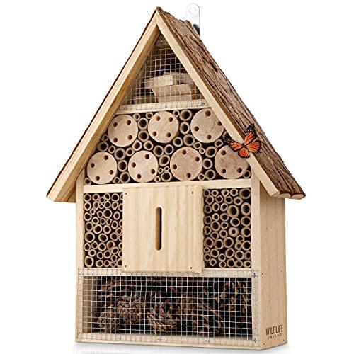 WILDLIFE FRIEND I Großes Insektenhotel mit Rindendach Naturbelassen, Wetterfest, Insektenhaus aus Naturholz für Bienen, Marienkäfer, Florfliegen, Schmetterlinge, Bienenhotel, Nisthilfe zum Aufhängen