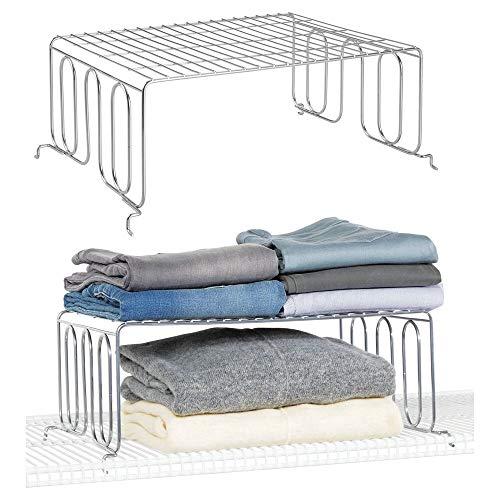 mDesign Juego de 2 divisores de estanterías con balda – Prácticos organizadores de armarios para estantes de rejilla – Separadores metálicos para el armario del dormitorio, baño o cocina – plateado