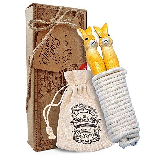 AGREATLIFE Handgefertigtes Springseil für Kinder aus Naturholz - Leicht Verstellbar, aus echtem Holz und 100% reinster Baumwolle - Zuckersüße Häschen als Griffe liegen perfekt in der Kinderhand!