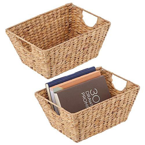mDesign Juego de 2 cestas trenzadas con asas – Organizador de estantes para dormitorio, salón, baño o pasillo – Cestas organizadoras de jacinto de agua para accesorios del hogar – color natural