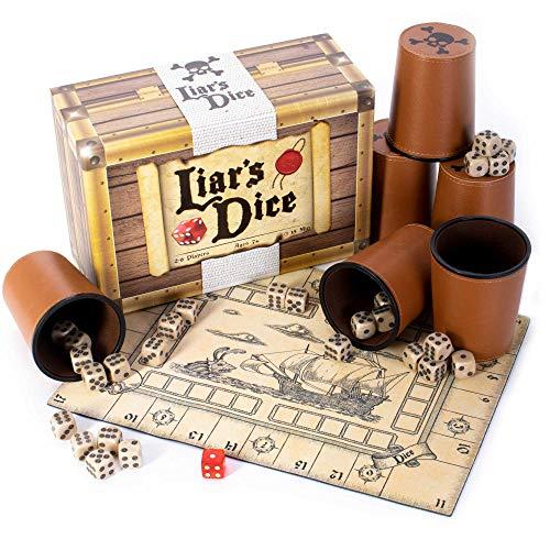 Liar's Dice Game Set – Classic Family Bluffing Game – Schatztruhe mit sechs professionellen Würfeln aus Kunstleder, 30 Custom Bullseye D6 Würfel, Custom Bidding Die, Piratenschiff-Spielmatte