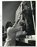 Historic Images - 1991 Press Photo Second Helpings Food Bank Truck at Burger King in Bayberry