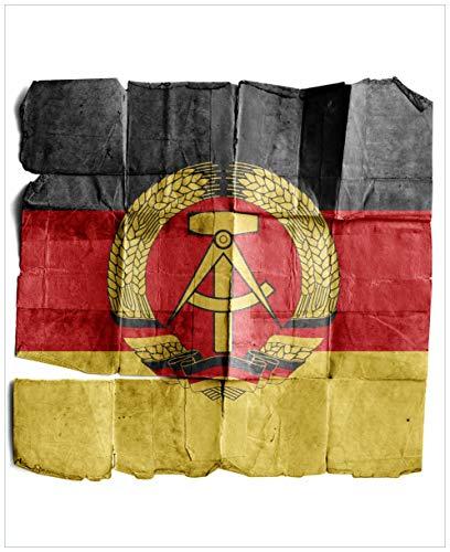 Wallario Magnet für Kühlschrank/Geschirrspüler, magnetisch haftende Folie - 65 x 80 cm, Motiv: DDR Flagge auf altem Papier - schwarz rot Gold