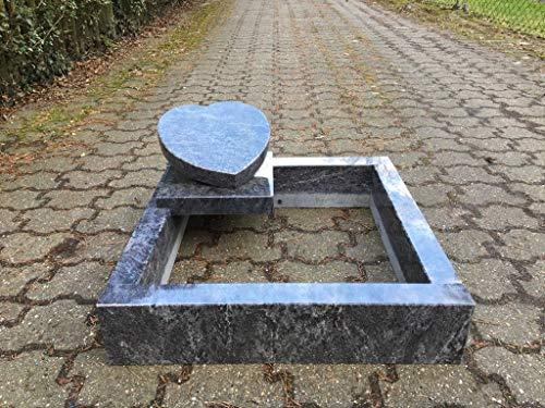 Stone & More Urnengrab inklusive Umrandung Grabanlage 80cm x 80cm Urnengrabstein in Herzform Grabstein Granit Orion Urnenstein mit Grabeinfassung 80cm x 80cm