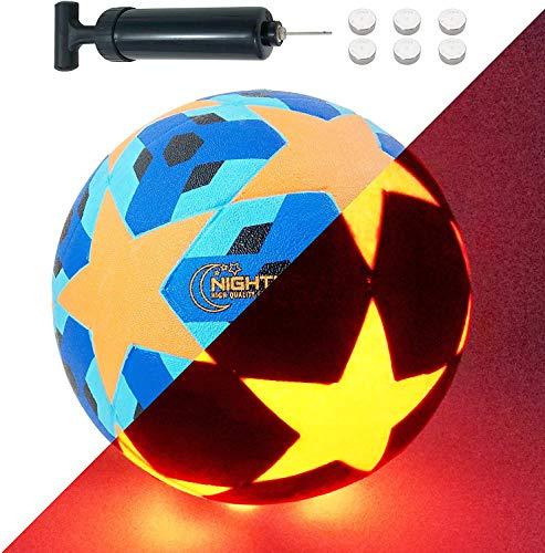 NIGHTMATCH Balón de Fútbol Ilumina Incl. Bomba de balón - LED Interior se Enciende Cuando se patea - Edición Estrellas Azules - Brilla en la Oscuridad - Tamaño 5 - Tamaño y Peso Oficial