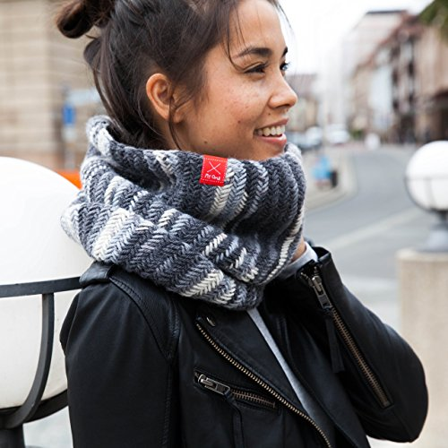 MyOma Strickset Schal - DIY Loop Island - Strickset mit 2 Knäuel (= 200g) Merino Mix Big Color Wolle in Classic (Fb 5000) + Strickanleitung + GRATIS Label - Loop Stricken - Strickpackung Schal