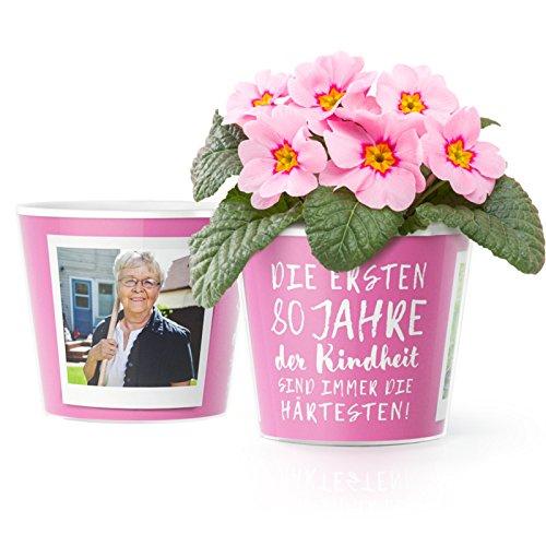 80.Geburtstag Geschenk - Blumentopf (ø16cm) | Lustige Geburtstagsgeschenke für Frau oder Mann mit Bilderrahmen für zwei Fotos (10x15cm) | Die ersten 80 Jahre Kindheit sind immer die härtesten!