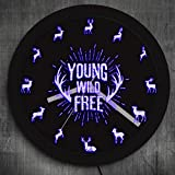 BFMBCHDJ Young Wild Inspirational Quote Reloj de Pared con retroiluminación LED Elk Silhouette Color cambiante Luz de Pared