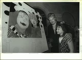 Vintage Photos 1994 Press Photo Artist Ramon Santiago unveils Painting to Benefit Camp Good Day