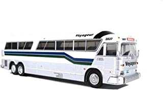 1970 MCI MC-7 Challenger Intercity Motorcoach Voyageur Destination: Montreal (Canada) 1/87 (HO) Diecast Model by Iconic Replicas 87-0189
