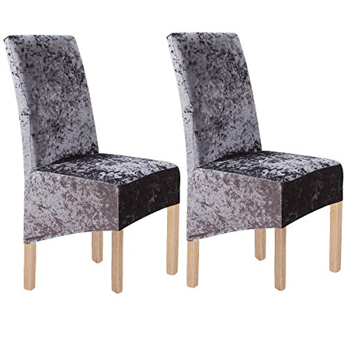 Fundas para sillas de color gris hechas de terciopelo.