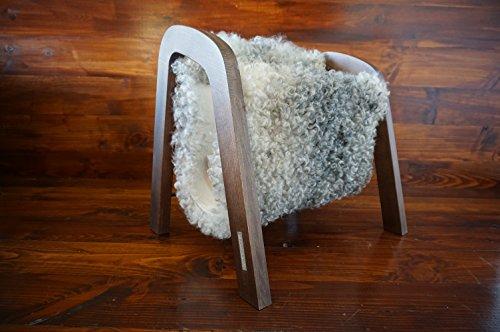 MILABERT Exklusive Eichenholz Zeitungsständer mit echtem geschweiften Silber Schwedischen Gotland Schaffell - lockig weiche Wolle - Designermöbel (MR4)