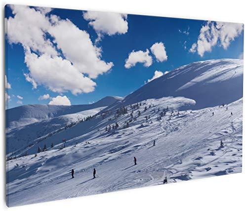 Wallario Leinwandbild Ski-Piste in den Alpen - 60 x 90 cm: Brillante lichtechte Farben, hochauflösend, verzugsfrei