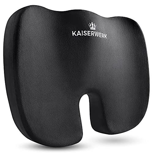 Kaiserwerk Sitzkissen -weich bis 90 Kg- Ergonomisches Steißbeinkissen aus Memory Foam, druckentlastend für einen erhöhten Sitzkomfort und das angenehmste Sitzgefühl - 30 Tage Probesitzen