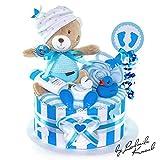 MomsStory - Windeltorte Junge | Teddy-Bär Spieluhr | Baby-Geschenk zur Geburt Taufe Babyshower | 1 Stöckig (Blau) mit Baby-Spielzeug Lätzchen Schnuller & mehr