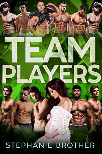 TEAM PLAYERS: A STANDALONE COLLEGE FOOTBALL REVERSE HAREM ROMANCE (HUGE Series) (English Edition)