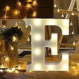 WATOPI Letras digitales brillantes y cálidas del alfabeto con luces LED capciales, números LED de pie, funciona con pilas para cumpleaños, aniversario, fiesta, hogar, habitación, jardín (E)