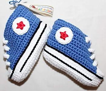 Patucos para bebé de crochet, Unisex. Estilo converse all star, de color azul vaquero, 100% algodón, tallas de 0 hasta 9 meses, hechos a mano en España. Regalo para bebé.