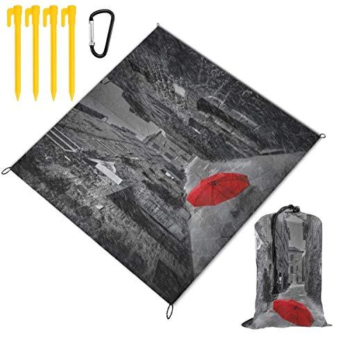 HARXISE Picknickdecke Outdoor Stranddecke,Roter Regenschirm auf Einer dunklen schmalen Straße in der Toskana Italien regnerischer Winter,Waterproof Strandmatte Leichte Sand Proof für Reisen