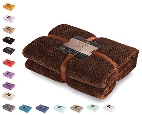 DecoKing 66041 Kuscheldecke 150x200 cm braun Decke Microfaser Wohndecke Tagesdecke Fleece weich sanft kuschelig skandinavischer Stil Schoko Henry