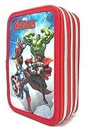 Astuccio 3 Cerniere Completo di Cancelleria Personaggi: Hulk, Iron Man, Thor, Capitan America - Avengers - Marvel Caratteristiche: Il borsello è composto da 3 scomparti ognuno di essi chiuso con un cerniera, nel primo troverete 1 matita, 2 penne, 1 g...