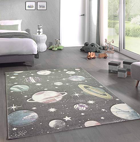 CARPETIA Alfombra Infantil Espacio Exterior Estrellas y Planetas Gris Pastel Größe 140x200 cm