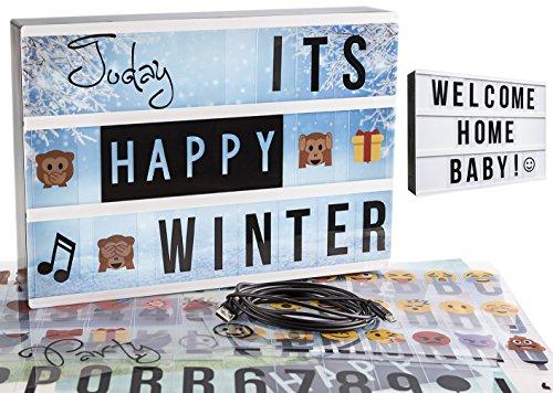 Gadgy ® Caja de Luz cinematográfica A4 | con 4 Fondo, 40 Emojis, 6 Palabras, Cable USB, 85 Letras Symbolos Numeros Negro | Vintage Lightbox | Bateria o Electricidad