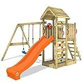 WICKEY Parco giochi in legno MultiFlyer tetto in legno, Giochi da giardino con altalena e scivolo arancione, Casetta da gioco per l'arrampicata con sabbiera e scala di risalita per bambini