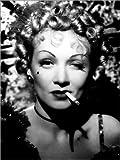 Poster 60 x 80 cm: Marlene Dietrich mit Einer Zigarette von
