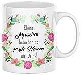 TassenSachen Danke-Tasse Kleine Menschen brauchen so große Herzen wie Deins - zum Kindergartenabschied für Erzieherin oder Kindergärtnerin - mit Grußkarte - Kaffeetasse Teetasse ca. 330 ml
