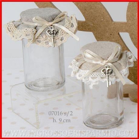 Barattoli in vetro cilindrico con tappo in sughero rivestito di tessuto in due colori avana e grigio assoortiti, bloccati da un nastrino in raso panna a cui vi è appesa una chiave in metallo - Regali natalizi, pensieri per natale e per casa