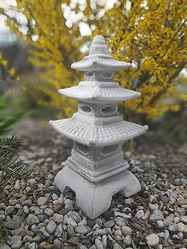 Linterna de estilo japonés, tres aleros pagoda hecha de piedra fundida, adorno de jardín