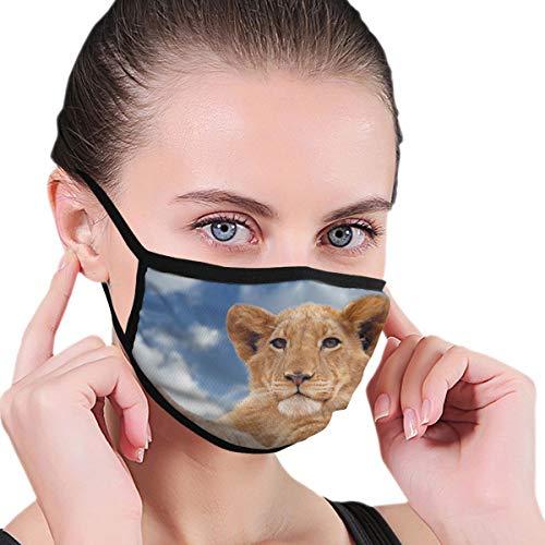Huyotop Waschbare wiederverwendbare Maske 16,8 x 11,9 cm Herren und Damen staubdicht verstellbare Ohrringe staubdicht halbe Gesichtsmaske Braun Löwe Cub unter blauem und weißem Himmel
