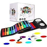 ♬ ロールアップ練習用ピアノは初心者、小学生、音楽演奏を練習するのに適な練習用ピアノです。子供だけでなく大人の方にも楽しんでいただけると思います。いつでもどこでも好きな場所で練習したり演奏したりすることができます。 ♬ 【カラフルなキーボード】長さ81cm、幅17cm。ロールピアノの鍵盤は七色の49鍵の標準キーです。DO RE MI FA SO LA SI 7標準音のキーを違う色にし、どのキーがどの音か一目でわかります! ♬ 【電源を接続します】 3つの*単三電池(含まれていない)とUSB(付属...