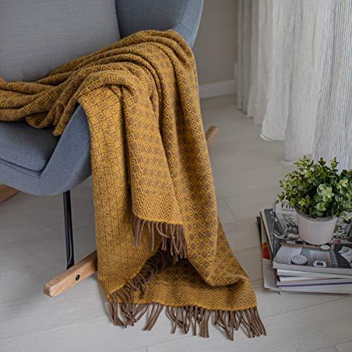 Linen & Cotton Decke Wolldecke Wohndecke Kuscheldecke Paris mit Rautenmuster - 100% Reine Neuseeland Wolle, Braun Gelb (140 x 200 cm) Tagesdecke Sofadecke Plaid Blanket Sofa Bett Lammwolle Schafswolle