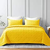 Whale Flotilla Quilt Set King Size, Soft Microfiber Lightweight Bedspread Coverlet Bed Cover (Star Pattern) for All Seasons, Yellow, 3 Pieces (Includes 1 Quilt, 2 Shams)