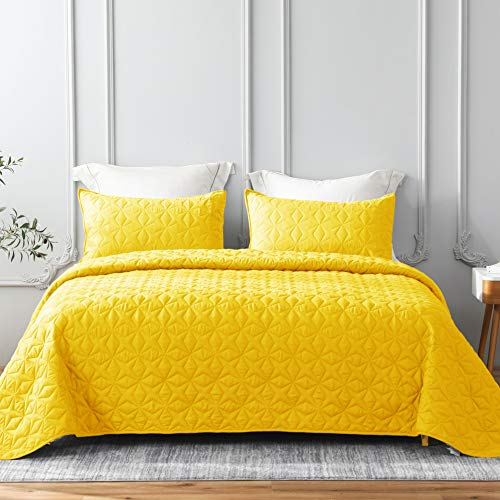 Whale Flotilla Quilt Set Twin Size, Soft Microfiber Lightweight Bedspread Coverlet Bed Cover (Star Pattern) for All Seasons, Yellow, 2 Pieces (Includes 1 Quilt, 1 Sham)
