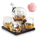 Globe - Juego de decantador de whisky (850 ml, dispensador de licor con 4 vasos de globo terráqueo grabado y soporte de madera maciza, 100% libre de plomo