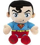 DC COMICS - Peluche del personaje 'Superman' el héroe de la película, dibujos y cómics 'SUPERMAN' (sentado 23cm) - Calidad super soft