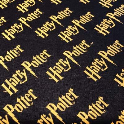 Tissu Harry Potter – VISF53 Harry Potter – Logo sur noir – Vendu par 0,5 mètre – 100 % coton (VISF53 Harry Potter – Logo sur noir)