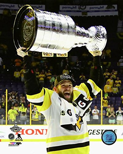 Bryan Rust with the Stanley Cup Championship Trophy Game 6 of the 2017 Stanley Cup Finals Photo Print (50,80 x 60,96 cm)
