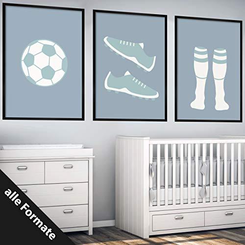 Papierschmiede Kinderposter 3er-Set Bilder Kinderzimmer Deko | Junge Mädchen | 3X DIN A4 Poster | fürs Babyzimmer ohne Bilderrahmen Kunstdruck | Motiv: Fußball