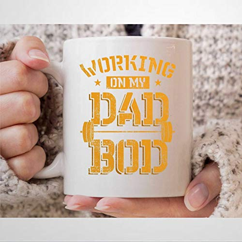 Working On My Dad BOD, tazza da caffè con sollevamento pesi, idea regalo per palestra, C-oach e fitness Instructo Daddy Bodybuilder sollevamento barbell tazza da 325 ml