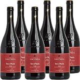 Denominazione: Sicilia DOC; Vitigni: Nero d'Avola; Alcol: 13.5%; Temperatura di servizio: 16/18 °C; Tipologia: Vino Rosso;