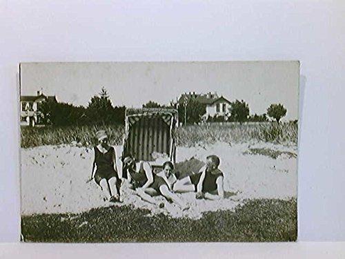 Foto-AK Scharbeutz, 2 Paare in Badekleidung am Strand, Strandkorb; gelaufen 1921