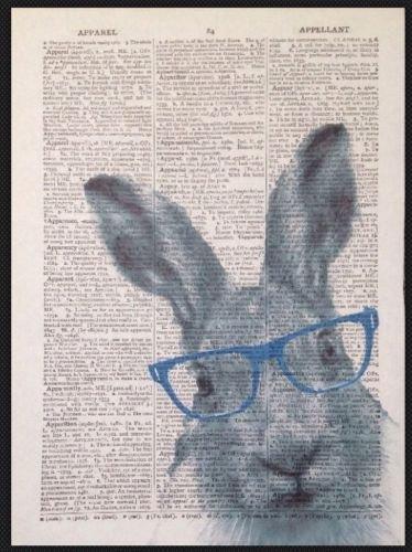 Parksmoonprints Kunstdruck Hase im Vintage-Stil, Wörterbuch-Design, Humanisiertes Tier in Kleidung, Fliege, Heimdekoration, lustige Hosenträger, Brille, Hipster-Anzug, Smoxedo, Blau