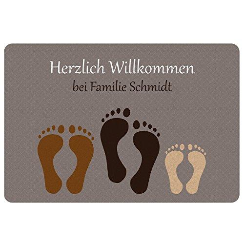 Geschenke 24 Fußmatte – Fußabdruck (Paar + 1 Kind): personalisierte Schmutzfangmatte mit Namen – wetterfester Fußabtreter außen und innen – Glücksbringer zum Richtfest, Einzug, Hauskauf
